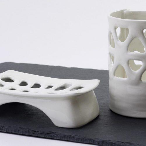 portasapone e portaspazzolino in ceramica- pezzo unico-realizzato a mano